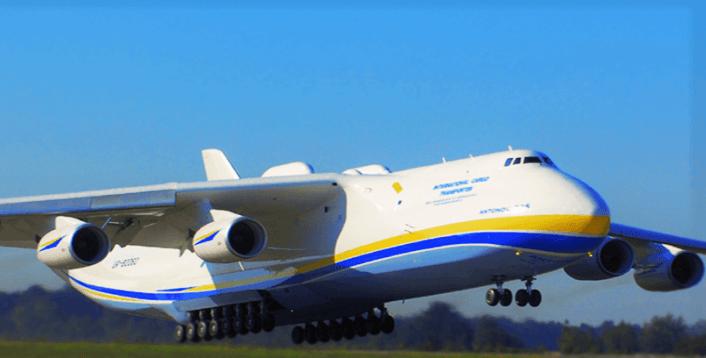 dünyanın en büyük uçağı kalkış yaparken fotoğraf